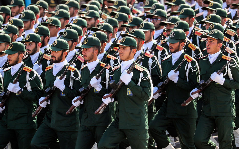 Iran's Revolutionary Guard troops (Photo: AFP)