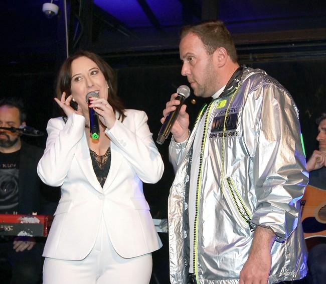 מרימים את הקהל. ניקי גולדשטיין וטלי אורן (צילום: ענת מוסברג)