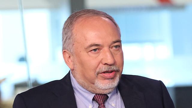 אביגדור ליברמן ראיון אולפן ynet (צילום: אבי מועלם)