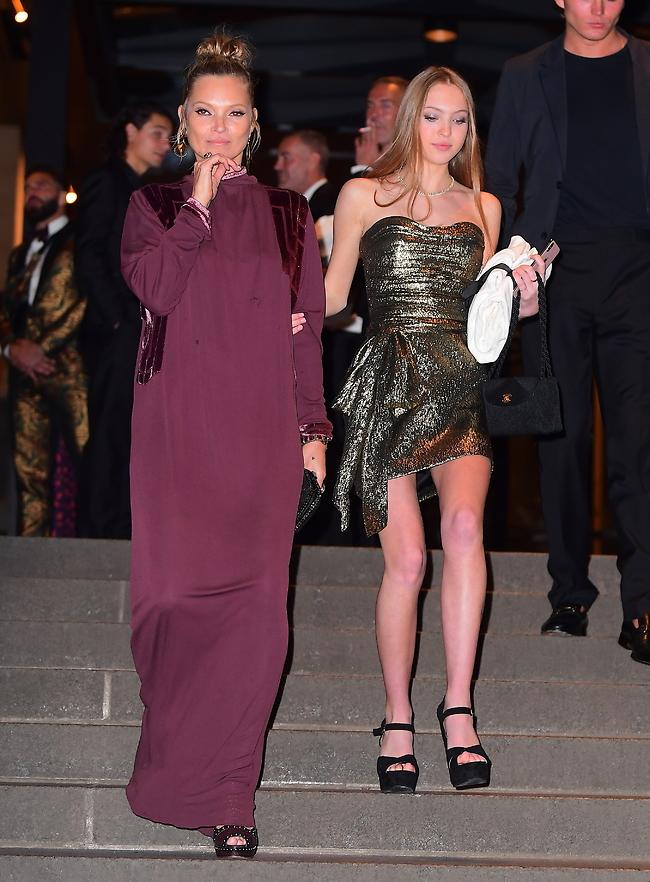 דור העתיד. קייט מוס ובתה לילה גרייס (splashnews)