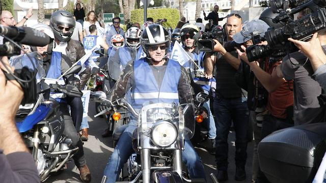 Benny Gantz leading 100 bikers in a campaign parade one day ahead of elections (Photo: Motti Kimchi)