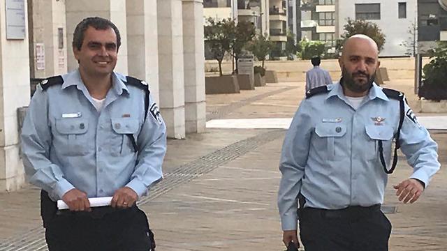 החוקרים יבגני סטריז׳וב ושרון שוקר בבית המשפט ()