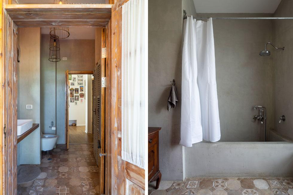 חדר האמבטיה טויח בטדלקט. נישת מכונת הכביסה (בתמונה משמאל) נסגרה בתריס עץ ישן. החומרים נבחרו בזכות יכולתם להתיישן יפה (צילום: נגה שחם פורת)
