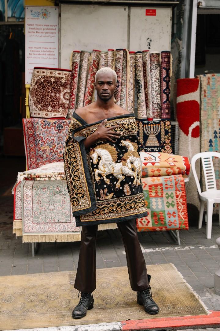 בגדול, אפשר למצוא בשוק את כל סוגי הבגדים (צילום: אורית פניני, סטיילינג: בן זייגר)