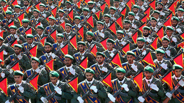 Iran's Revolutionary Guard troops (Photo: AP)