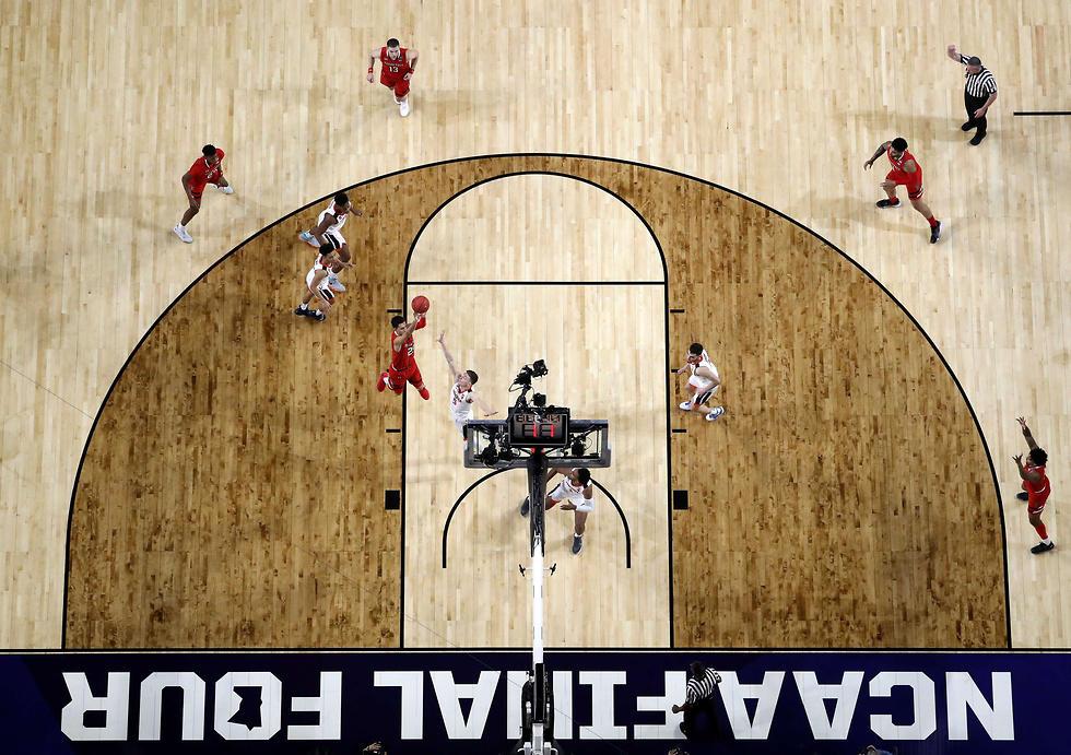 גמר ה-NCAA ממעוף הציפר (צילום: AFP)