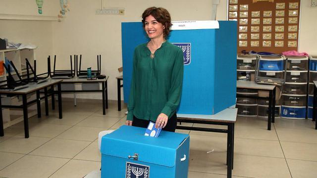 Голосует Тамар Зандберг, лидер партии МЕРЕЦ. Фото: Ярив Кац