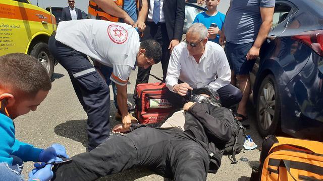 Gantz treating a motorist injured in an accident