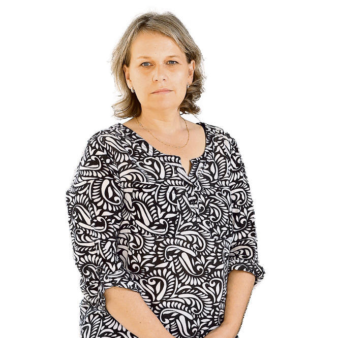 לורה משגב, בת 51 . חלתה בסרטן השד בגיל 49 ועברה שחזור של השדיים. אבל גם אחרי שהסרטן הושמד, המשיכה להרגיש רע והחליטה להוציא את השתלים מגופה