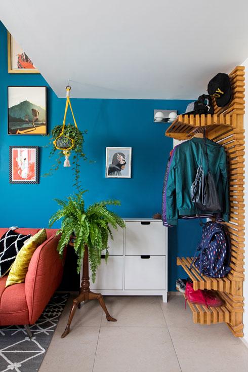 רהיט אכסון רב תכליתי תופס את הקיר שמתחת לגלריית השינה (צילום: שירן כרמל)