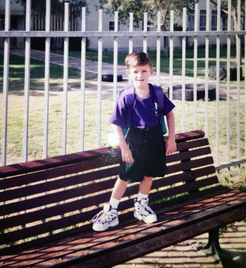 """שחף בילדותו. """"גיליתי שיש לי שני אחים שכל השנים שיחקו איתי באותו פארק"""" (צילום: אלבום פרטי)"""