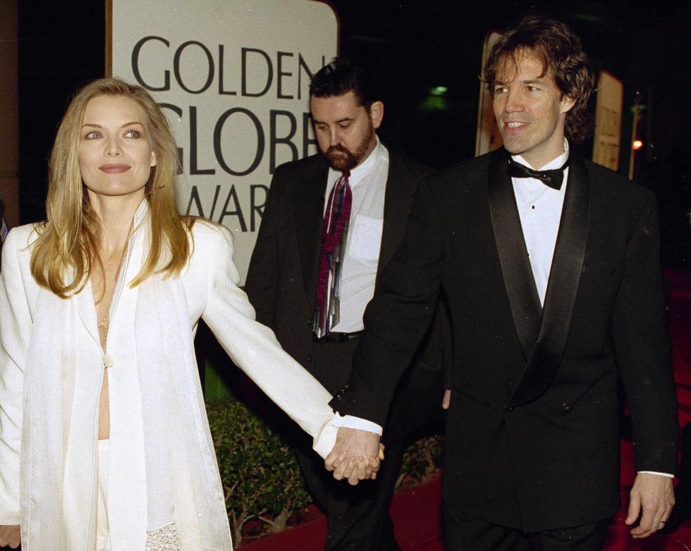 בטקס גלובוס הזהב 1994, עם בן זוגה דיוויד אי קלי (צילום: AP)