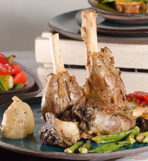 אוסובוקו כבש עם ירקות שורש (צילום: יפית בשבקין)