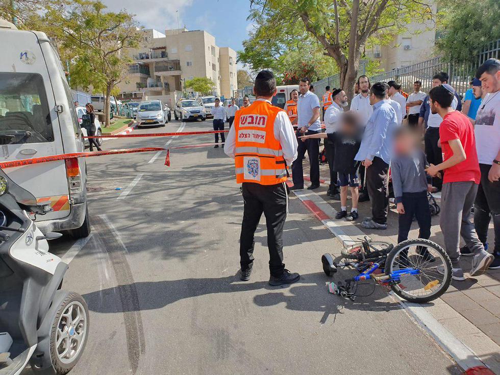 ילדה פצועה אנוש זירה זירת תאונה תאונת רכב הסעות אופניים (צילום: דוברות איחוד הצלה)