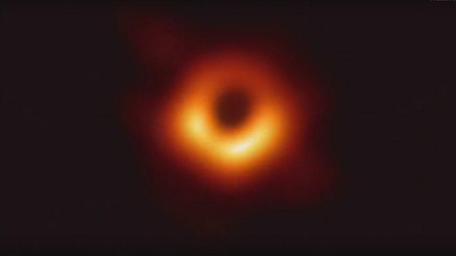 The first image of a black hole (Photo: Event Horizon Telescope)