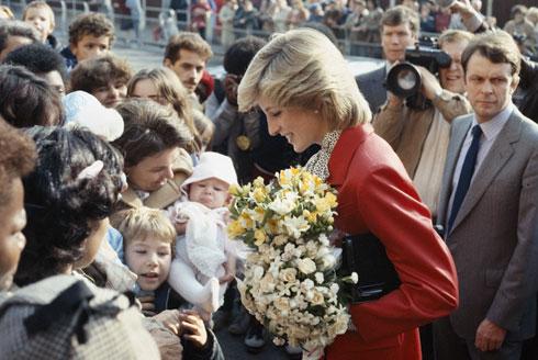 מקור השראה אופנתי עד היום. הנסיכה דיאנה עם חליפה של ג'ספר קונרן ב-1983 (צילום: GettyimagesIL)