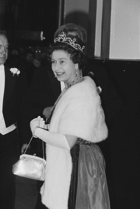 המלכה אליזבת בשנת 1983. מייצגת את המלוכה הבריטית זה עשרות שנים (צילום: GettyimagesIL)