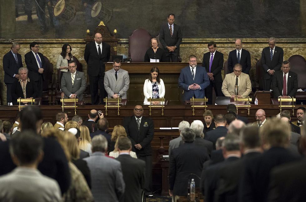 Rabbi Cheryl Klein prays with lawmakers
