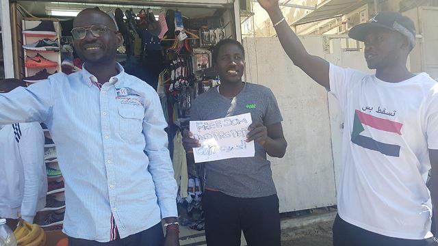 הסודנים חוגגים בנווה שאנן את ההפיכה ()