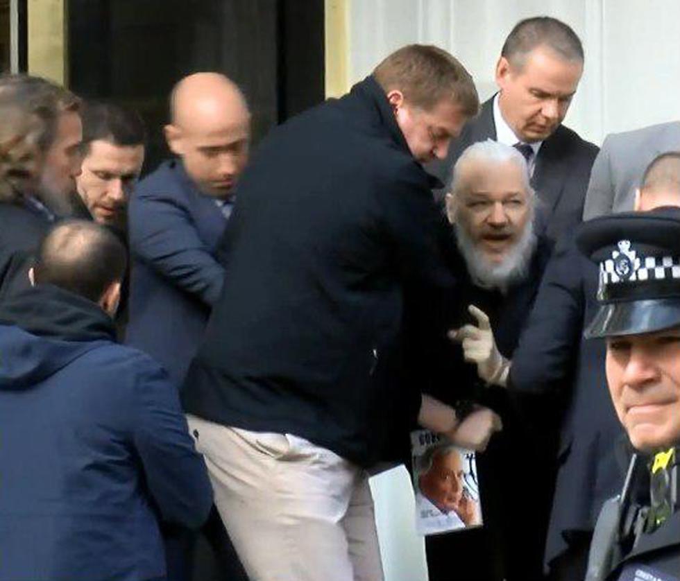 משטרת בריטניה בשגרירות אקוודור בלונדון ()