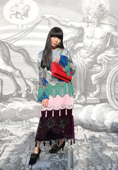 תחרה, פרנזים וגדילים בתלבושת מופלאה אחת. סוזי לאו (צילום: Vittorio Zunino Celotto/GettyimagesIL)