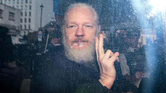 משטרת בריטניה עצרה את ג'וליאן אסאנג' מייסד ויקיליקס ב שגרירות אקוודור ב לונדון (צילום: gettyimages)