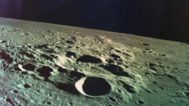הירח כפי שצולם מהחללית בראשית (צילום: רויטרס)
