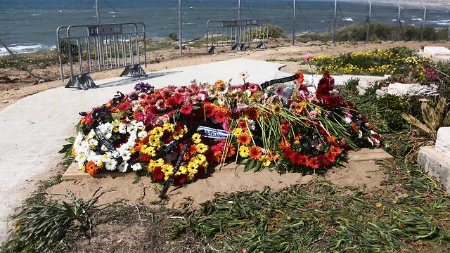 קברו של רון אליהו עובד ז