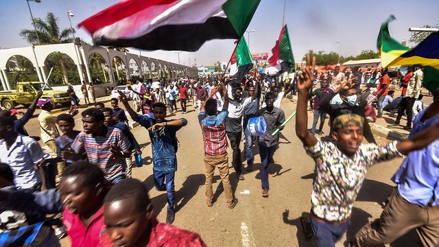 הפיכה סודן חגיגות (צילום: AFP)