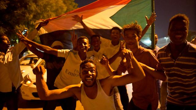 הפיכה סודן חגיגות (צילום: EPA)