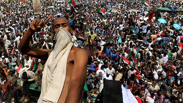 הפיכה סודן חגיגות (צילום: רויטרס  )
