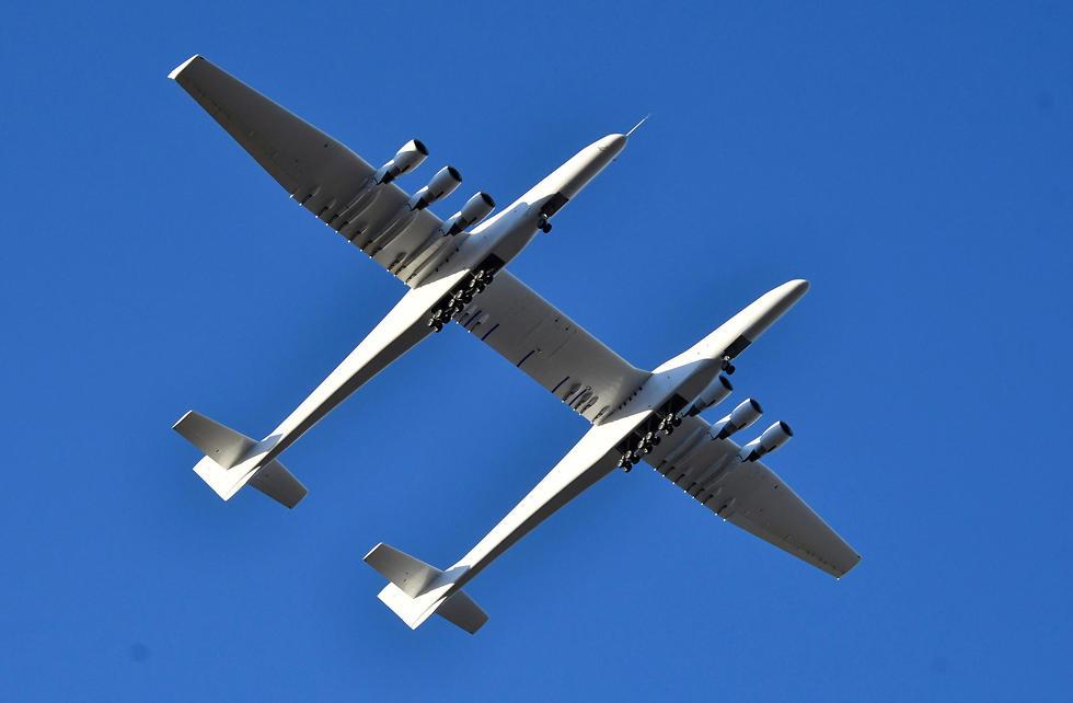 טיסת בכורה מטוס סטרטולאונץ' Stratolaunch (צילום: רויטרס)