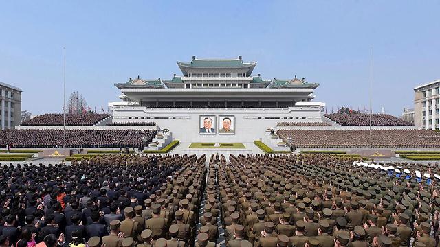 צפון קוריאה פיונגיאנג חגיגה לרגל בחירתו מחדש של קים ג'ונג און למנהיג (צילום: רויטרס)