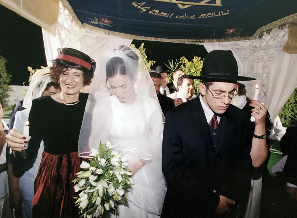 """בחתונתו הראשונה, עם ענבל. """"כתבתי מכתב ארוך ומרגש שבו הצעתי לה נישואים"""" (צילום: אלבום פרטי)"""