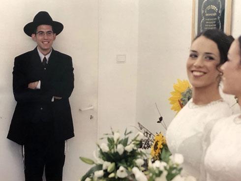 """בחתונה עם ענבל. """"זה היה דומה ל'חתונה ממבט ראשון'"""" (צילום: אלבום פרטי)"""