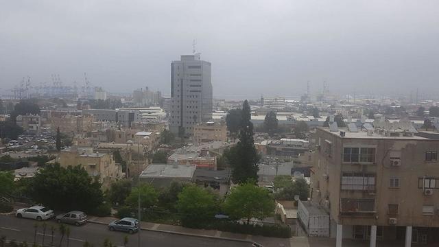 אובך בחיפה (צילום: גיא ראב