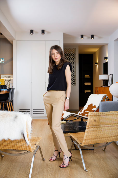 """""""כשאני משקיעה בלבוש, גברים לא מתחילים איתי"""": בארון של שירן מניה. לחצו על התמונה לכתבה המלאה (צילום: ענבל מרמרי)"""