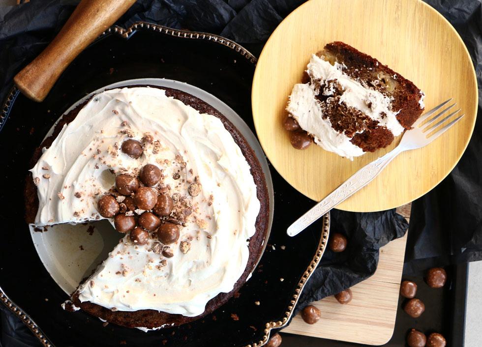עוגת בוטנים ובננה עם קמח בוטנים ואגוזים (צילום: הודליה כצמן BakeCare)