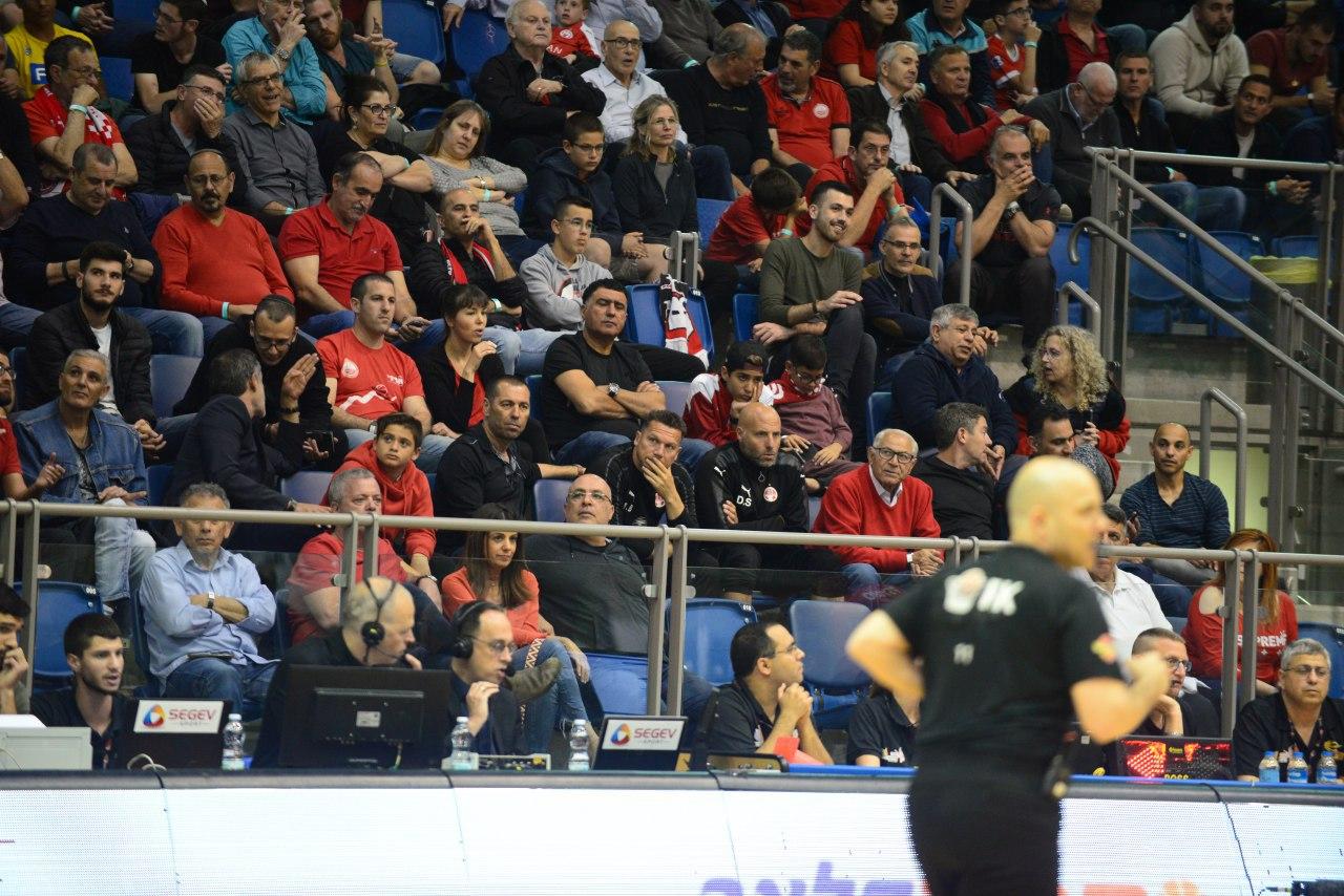 ברק בכר הגיע לצפות בקבוצת הכדורסל של המועדון (צילום: הרצל יוסף)