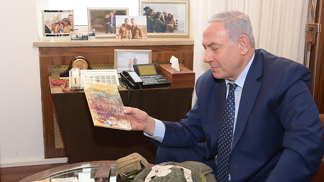 Benjamin Netanyahu holds a Haggadah possibly owned by his brother