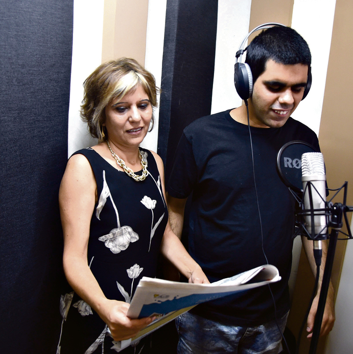 Eran with his mother Mazal at their studio (Photo: Haim Horenstein)