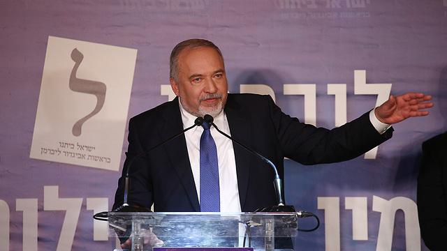 אביגדור ליברמן מסיבת עיתונאים  (צילום: אוהד צויגנברג)
