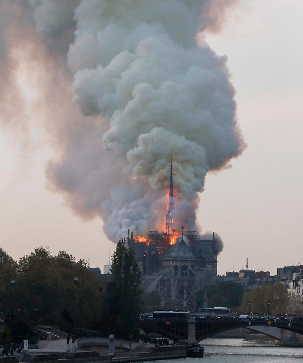 Пожар в соборе Парижской Богоматери. Фото: AFP