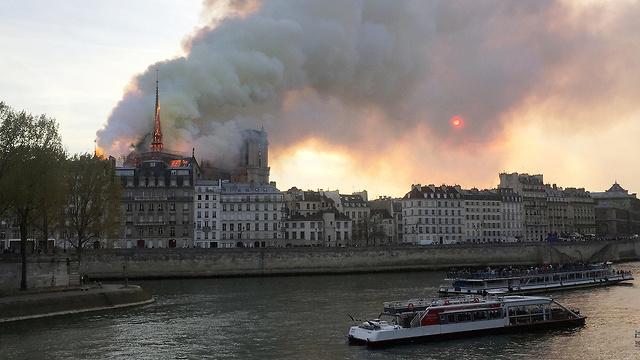שריפה קתדרלה נוטרדאם פריז צרפת (צילום: רויטרס)