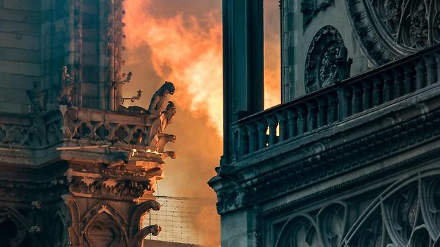 שריפה בקתדרלת נוטרדאם (צילום: AFP)