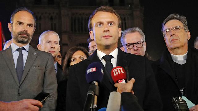 """Президент Макрон: """"Мы восстановим собор. Все вместе. С завтрашнего дня начнется сбор средств как во Франции, так и вне ее границ"""". Фото: АР"""