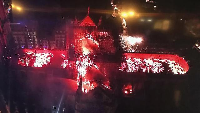 """""""Горящий ад"""", - писали парижане в соцсетях. Фото: AFP"""