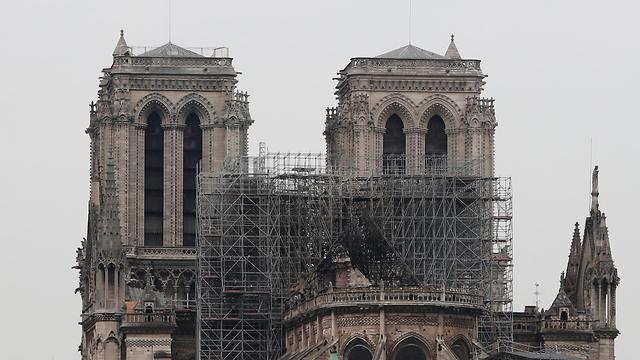 שריפה בקתדרלת נוטרדאם הבוקר שאחרי (צילום: רויטרס)