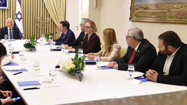 Президент Ривлин во время встречи с представителями НДИ. Фото: Марк Найман, GPO