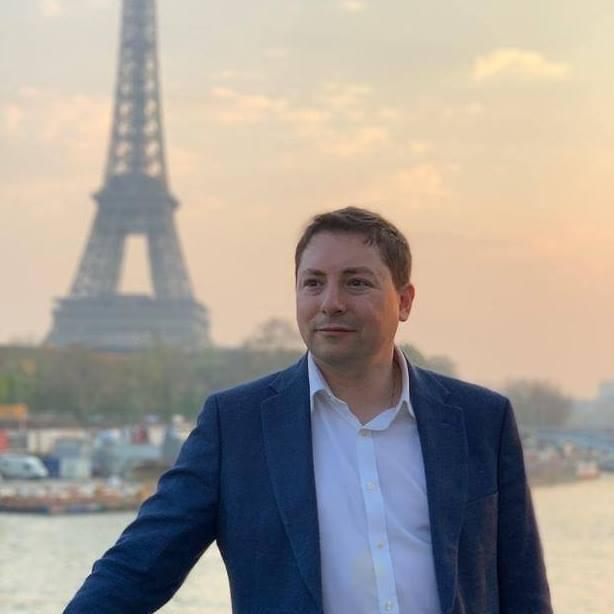 """צבי חזנוב, בעל הבלוג """"פרנקופילים אנונימיים"""" בפריז"""